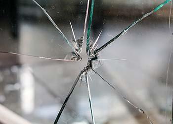 Повреждение стеклопакета