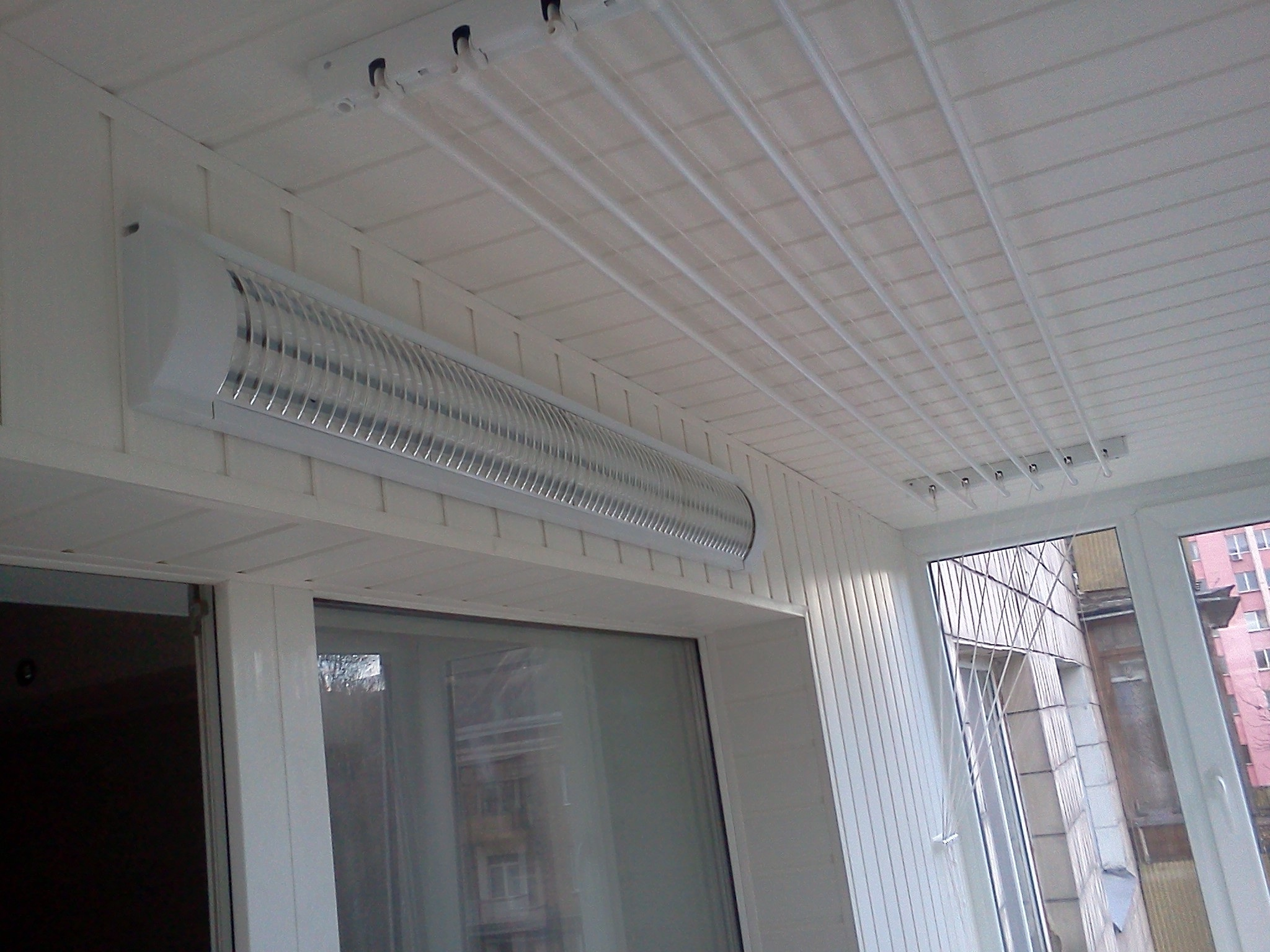 Установка балконных сушилок